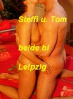 Steffi (34) 1,67 m  58 kg. Tom (44)  1,78 m  82 kg..stehen